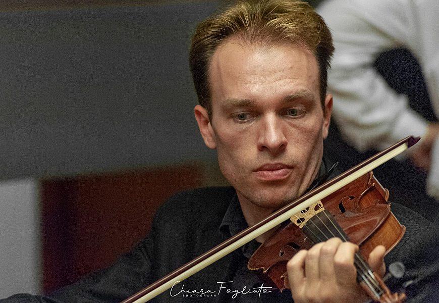 Artem Dzeganovskyi Violino 6